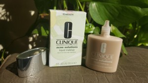 CLINIQUE ACNE SOLUTIONS LIQUID FOUNDATION