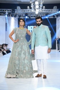 saira-shakira-zohra-collection-at-pfdc-loreal-paris-bridal-week-2016-1