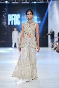 saira-shakira-zohra-collection-at-pfdc-loreal-paris-bridal-week-2016-2-1