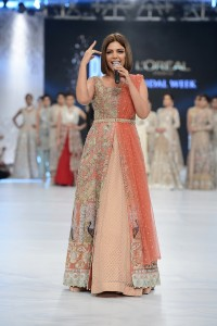 saira-shakira-zohra-collection-at-pfdc-loreal-paris-bridal-week-2016-3-1
