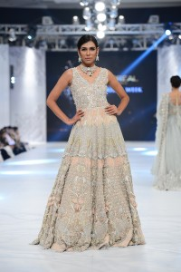 saira-shakira-zohra-collection-at-pfdc-loreal-paris-bridal-week-2016-9