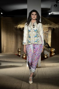 taanka-a-brand-dedicated-to-highlighting-the-arts-and-crafts-of-interior-sindh-launches-at-pfdc-fashion-active-in-lahore-2