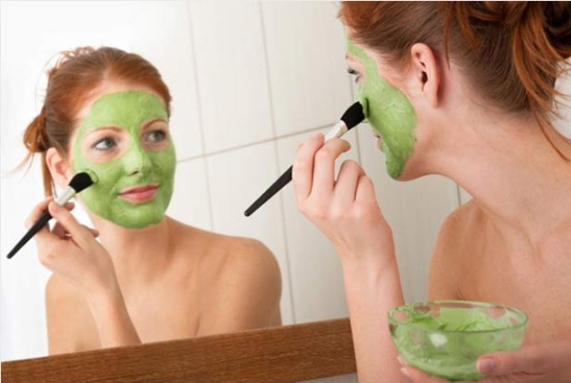5 Simple Homemade Herbal Face Packs