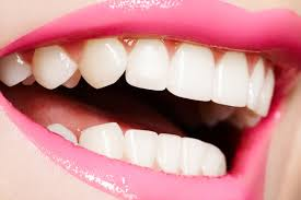 2. MEN LIKE WOMEN WITH PEARLY WHITE TEETH – YES THEY DO!